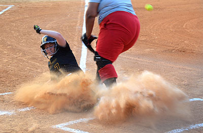 On senior night, Lakewood's softball team dominates from start to finish